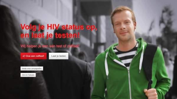 Een screenshot van de website laatjetesten.be, een persoon op een zwart-witte achtergrond en in rode letters de woorden 'Volg je HIV status op, en laat je testen!'